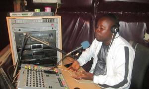Radio Wanjei Manager in Pujehun presenting